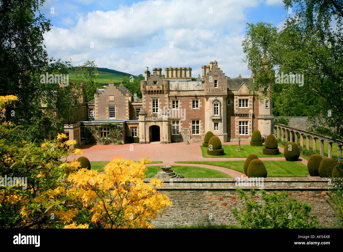Uk scotland borders kelso abbotsford house home of sir for Garden offices for sale scotland