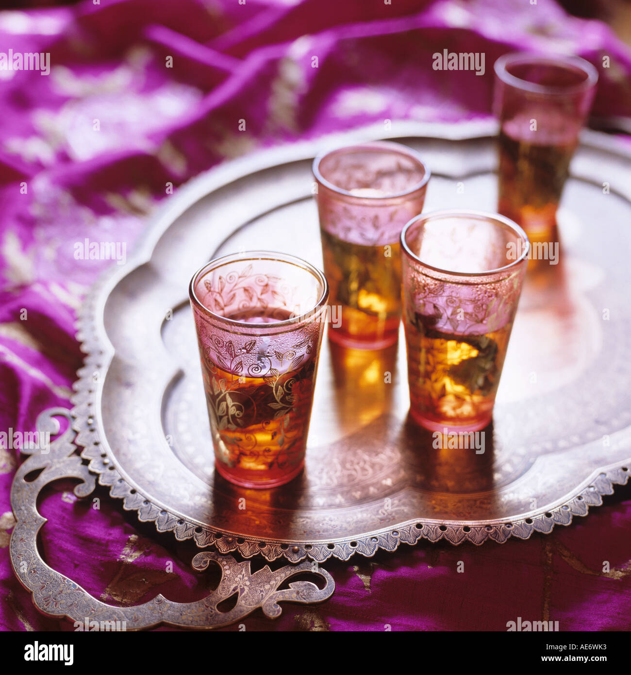 Middle eastern small glasses with mint tea on a tray Stock Foto