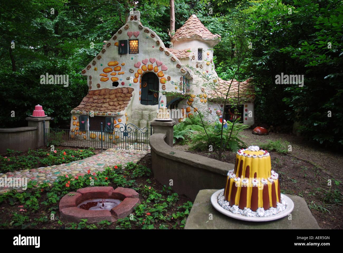 fairy-tale-houses-efteling-theme-park-ka