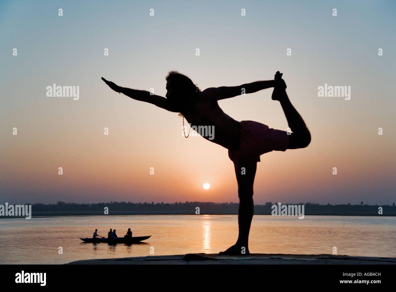 World famous yogi teacher Dr Rakesh Yogi at sunrise over the Ganges River India Stock Foto