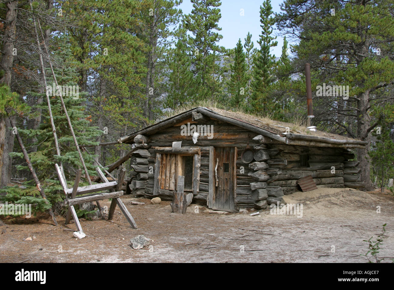 Log cabin chilkoot trail british columbia canada stock for Canadian log cabins