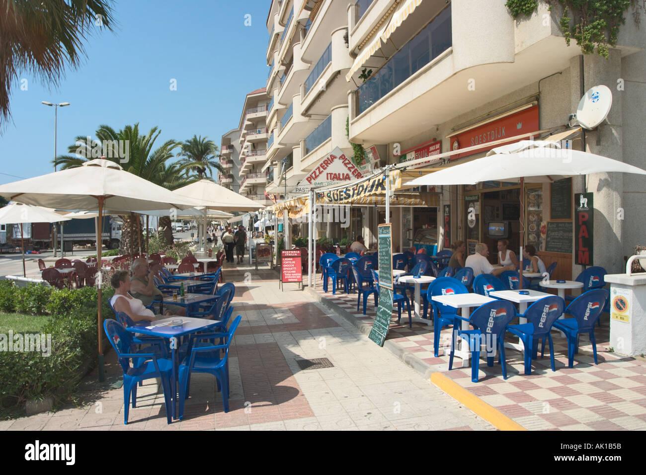 Sidewalk cafe in pineda de mar costa brava catalunya for Restaurant pineda de mar