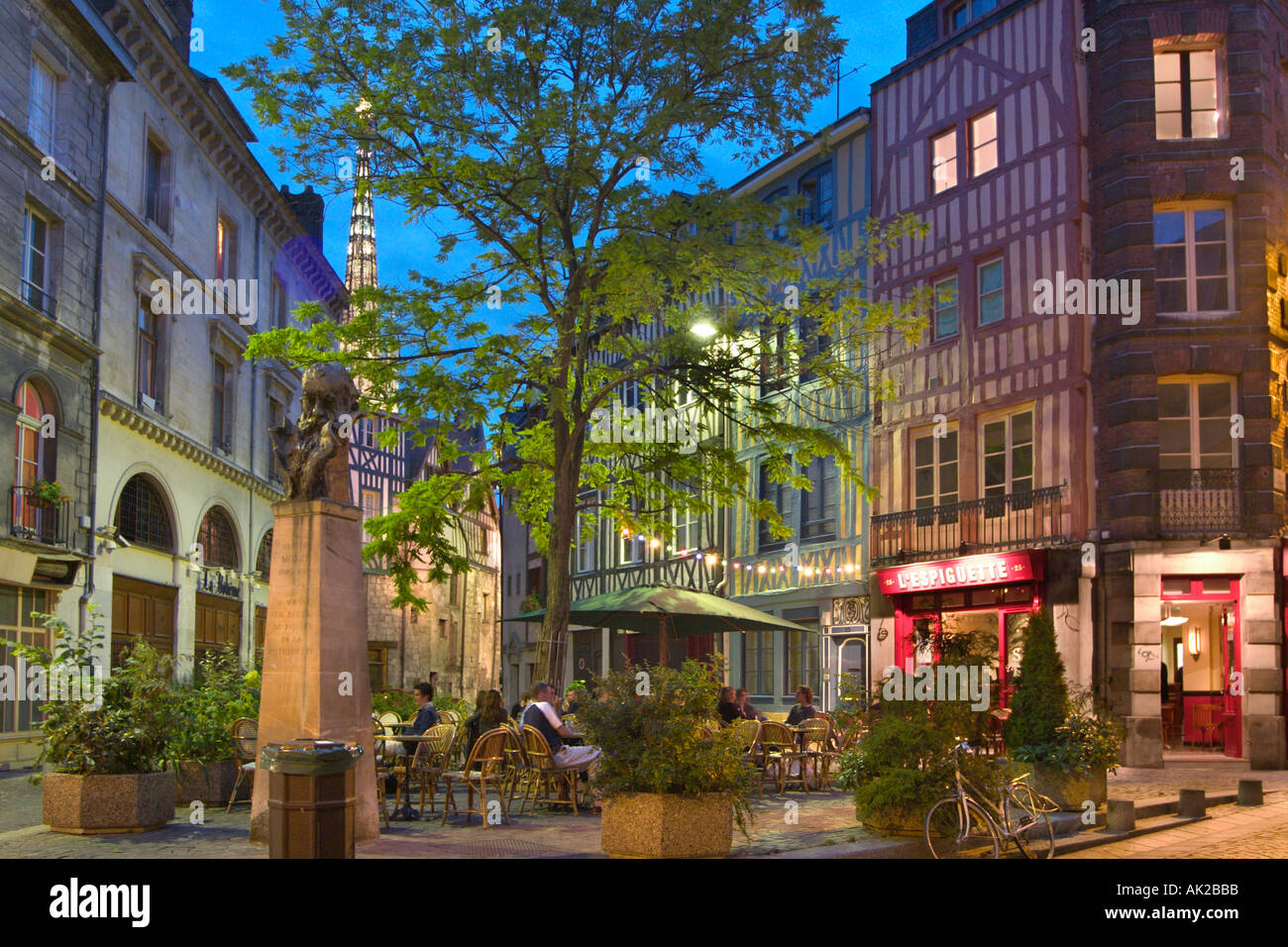 Restaurant at night in the old town rouen normandy - Piscine boulingrin rouen ...