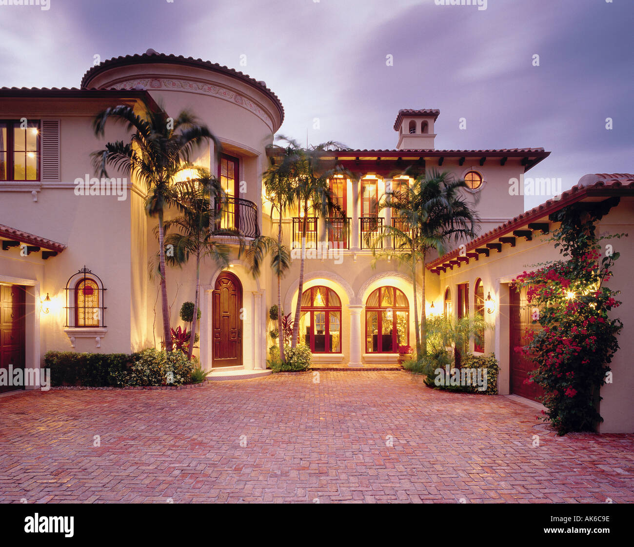 Mediterranean Style Homes In Florida: Mediterranean Single Family Home With Brick Courtyard In