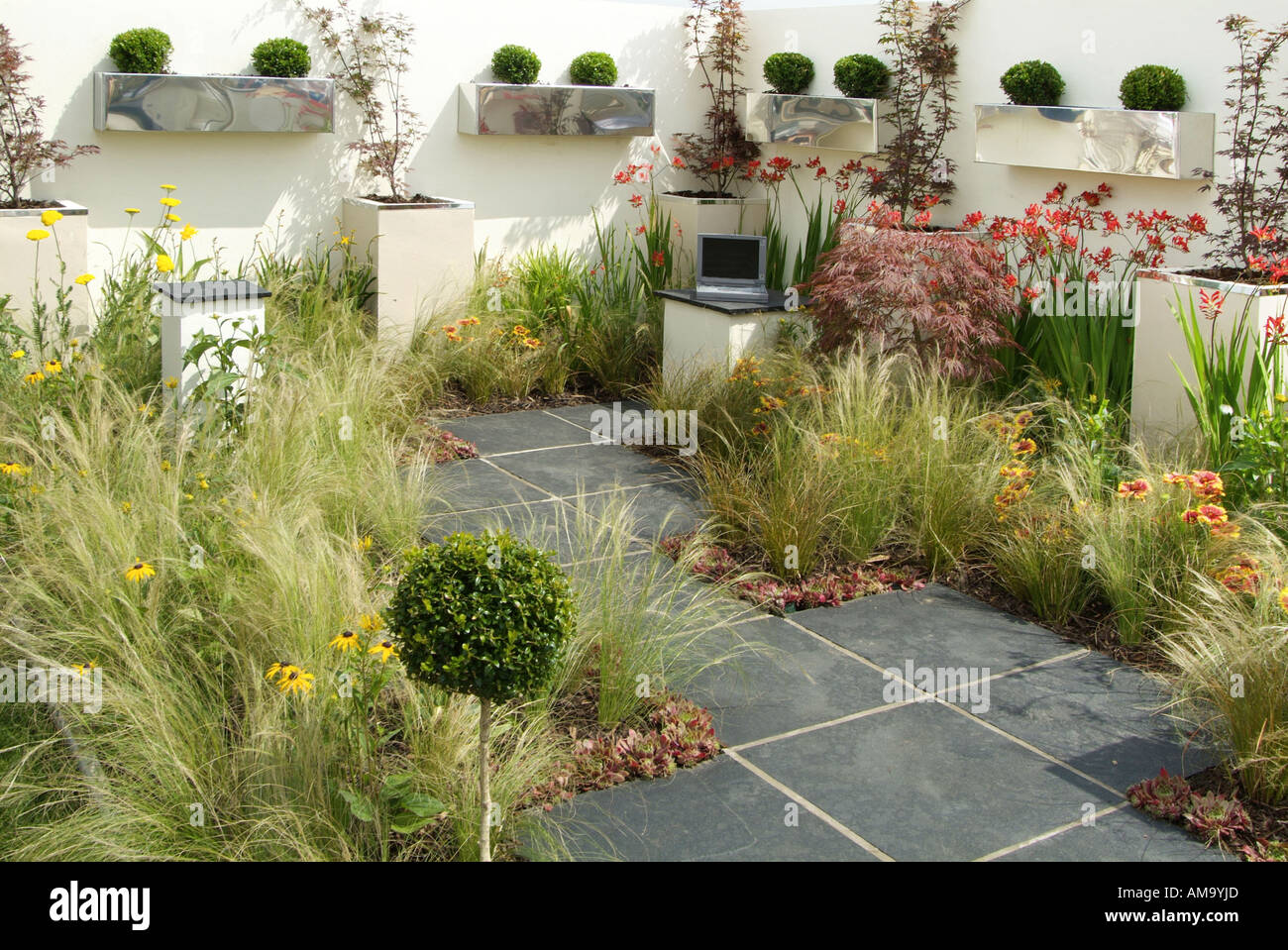 Small compact busy garden rear path private personal space for Small cottage garden designs