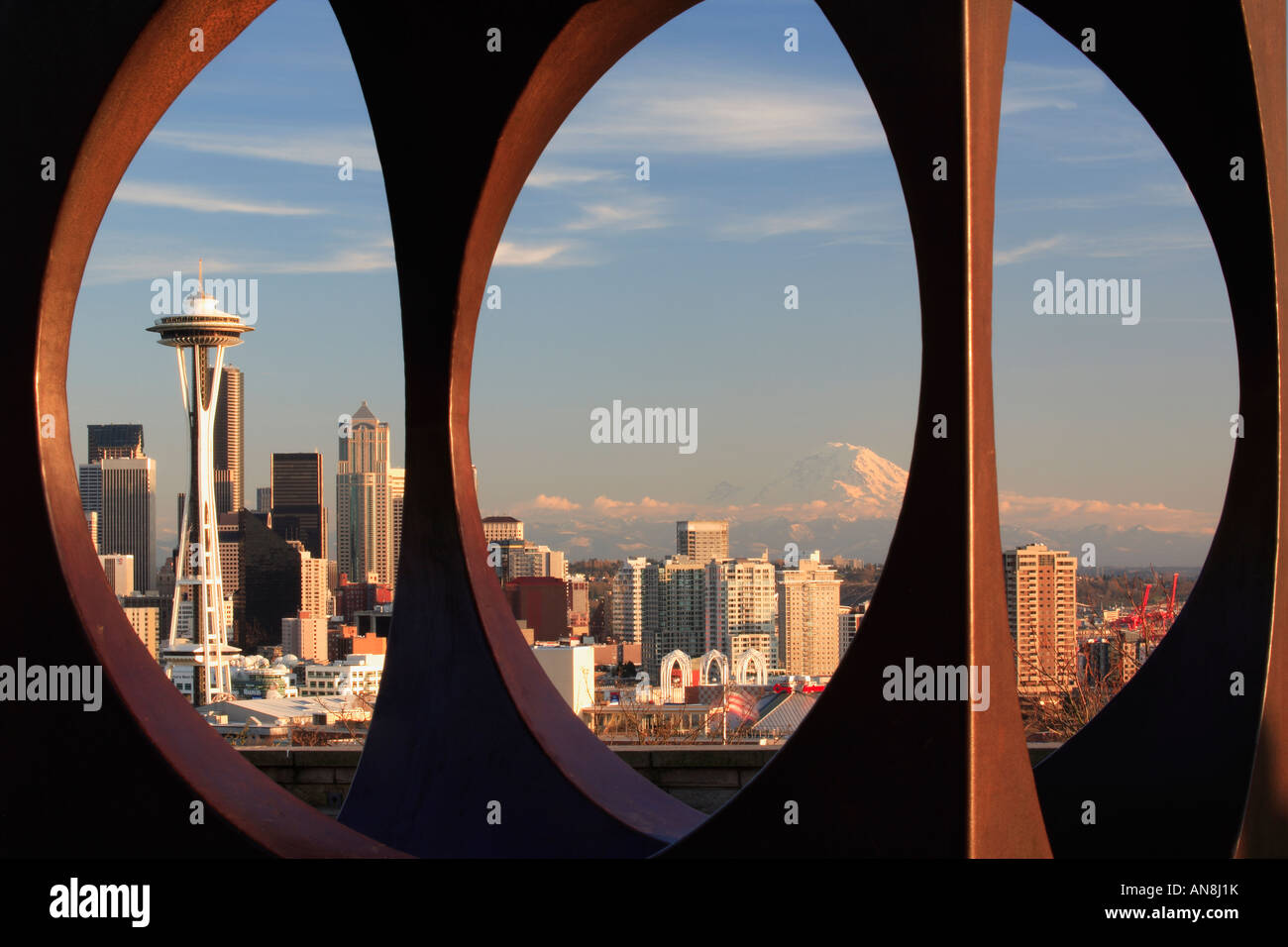 Seattle seen through abstract sculpture in Kerry Park Stock Foto