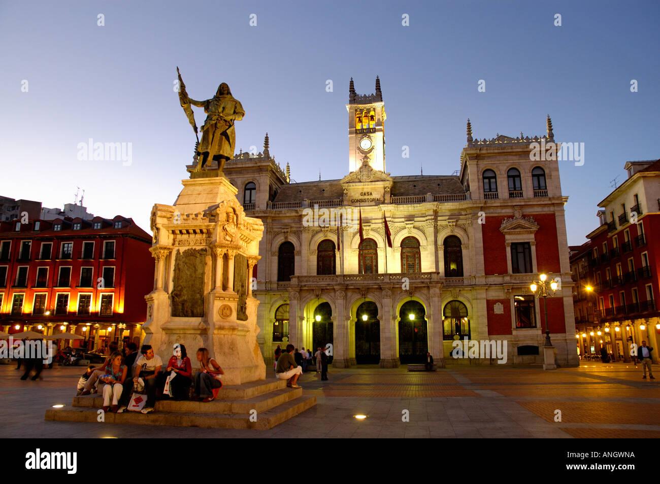 Town hall plaza mayor valladolid castilla y leon spain for Oficina turismo castilla y leon