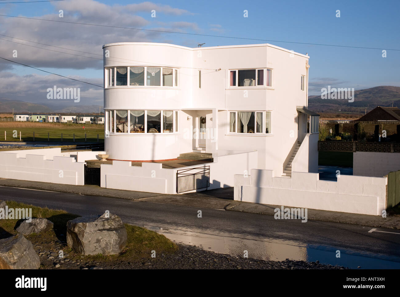 1930 39 s seaside modern architecture style white house for Architecture 1930