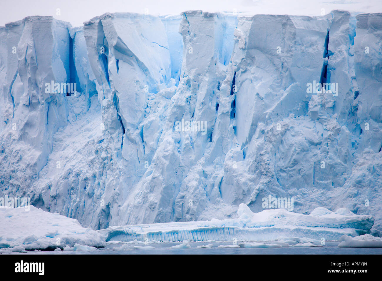 towering-glacier-in-paradise-harbour-ant