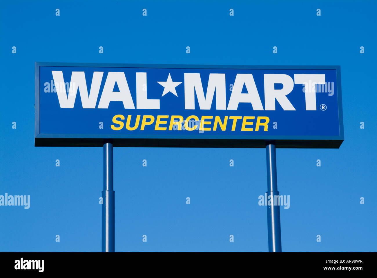 wal marts global expansions Wal-martsglobalexpansioncdq-221009 - why did it purchase wal-mart's global expansion 1 what strategy is wal-mart pursuing —a global strategy.