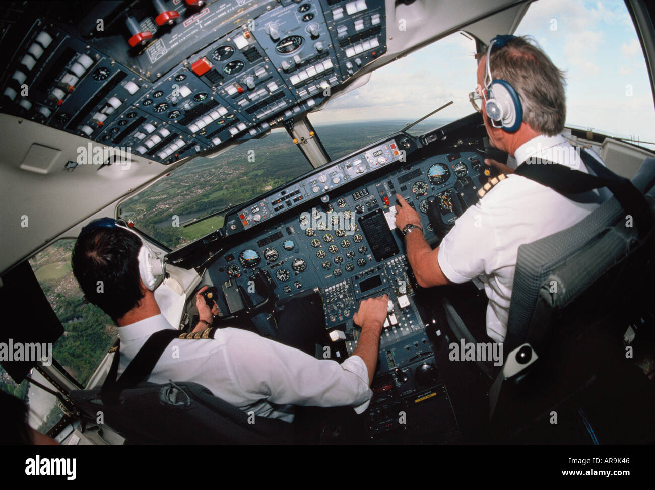 Regional jet airliner pilots in cockpit at the avionics for Sigillante macchia cabina di log