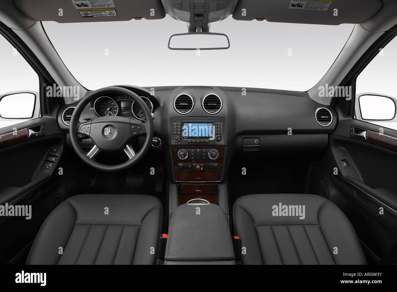 2007 mercedes benz ml 500 in silver dashboard center console gear stock photo 16052222 alamy. Black Bedroom Furniture Sets. Home Design Ideas