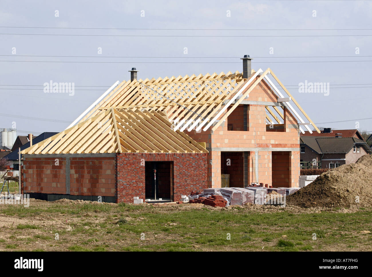 House in construction new home wood brick architecture for How to build a new home