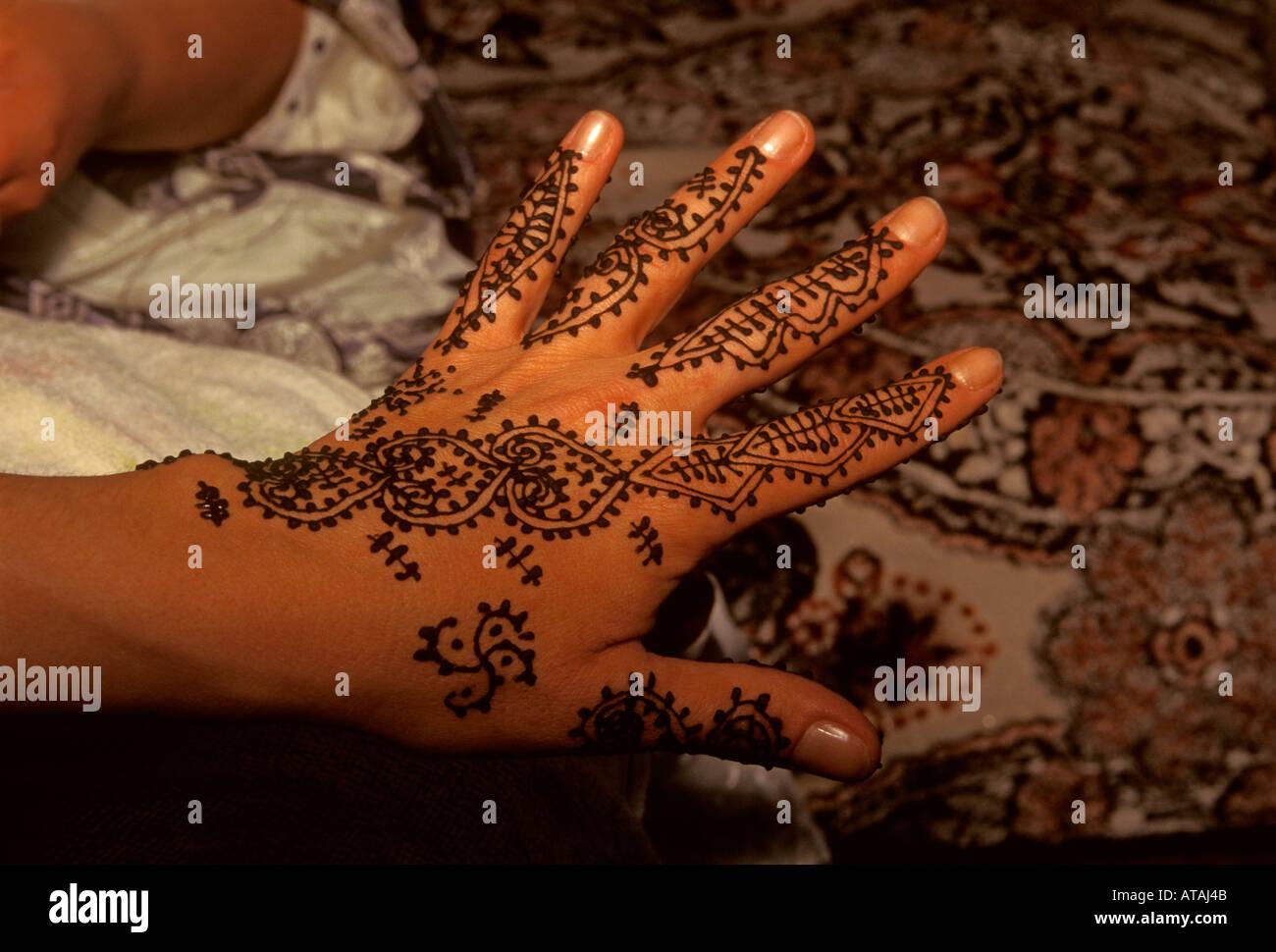 Henna tattoo henna tattoo tattoos tatooing hand skin for Henna tattoos locations