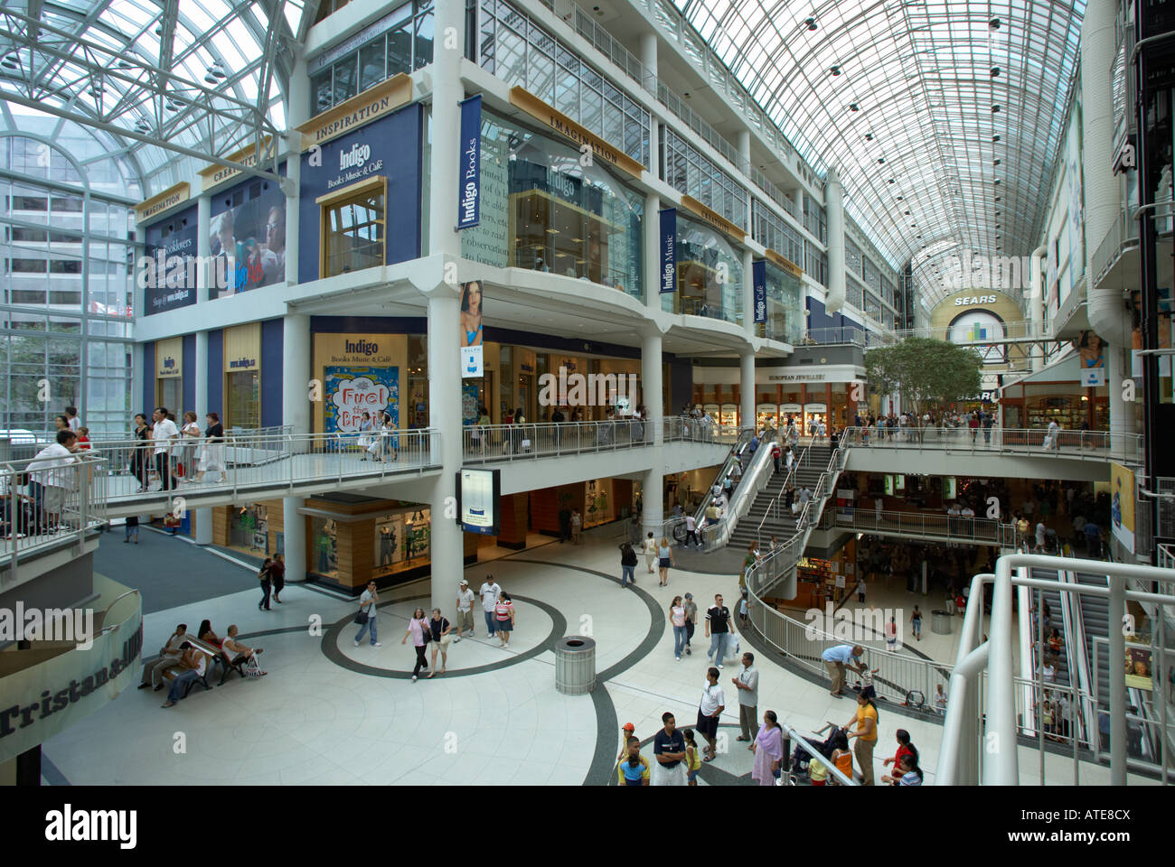the-toronto-eaton-centre-shopping-mall-canada-ATE8CX.jpg
