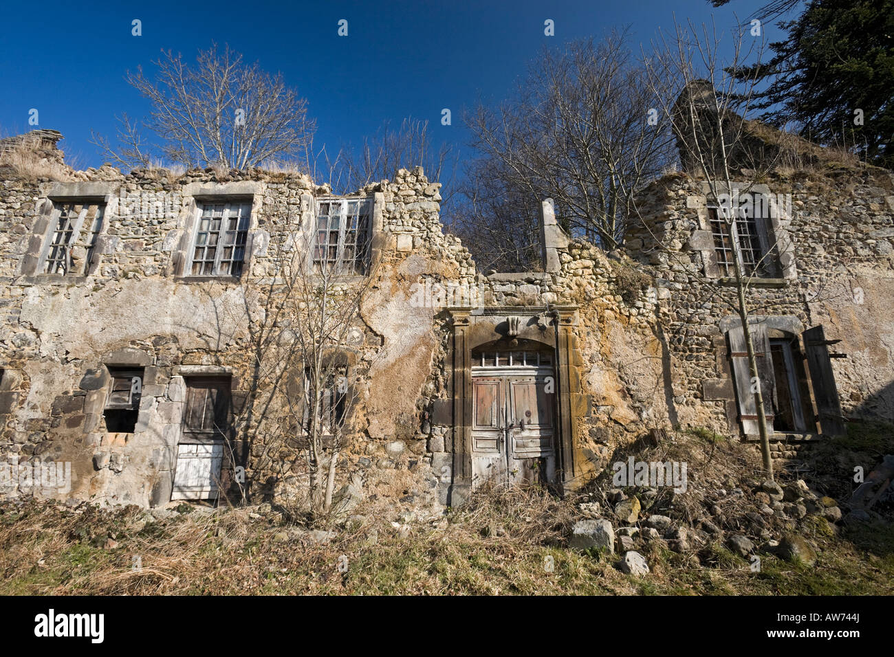 a ruined house in orcival puy de d me france maison en ruine stock photo royalty free. Black Bedroom Furniture Sets. Home Design Ideas