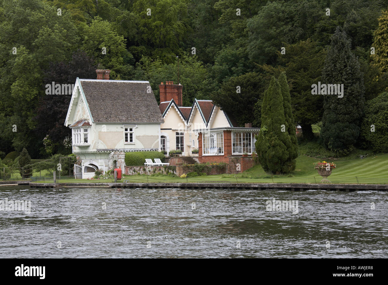 Beautiful traditional riverside residential house or home for Beautiful residential houses