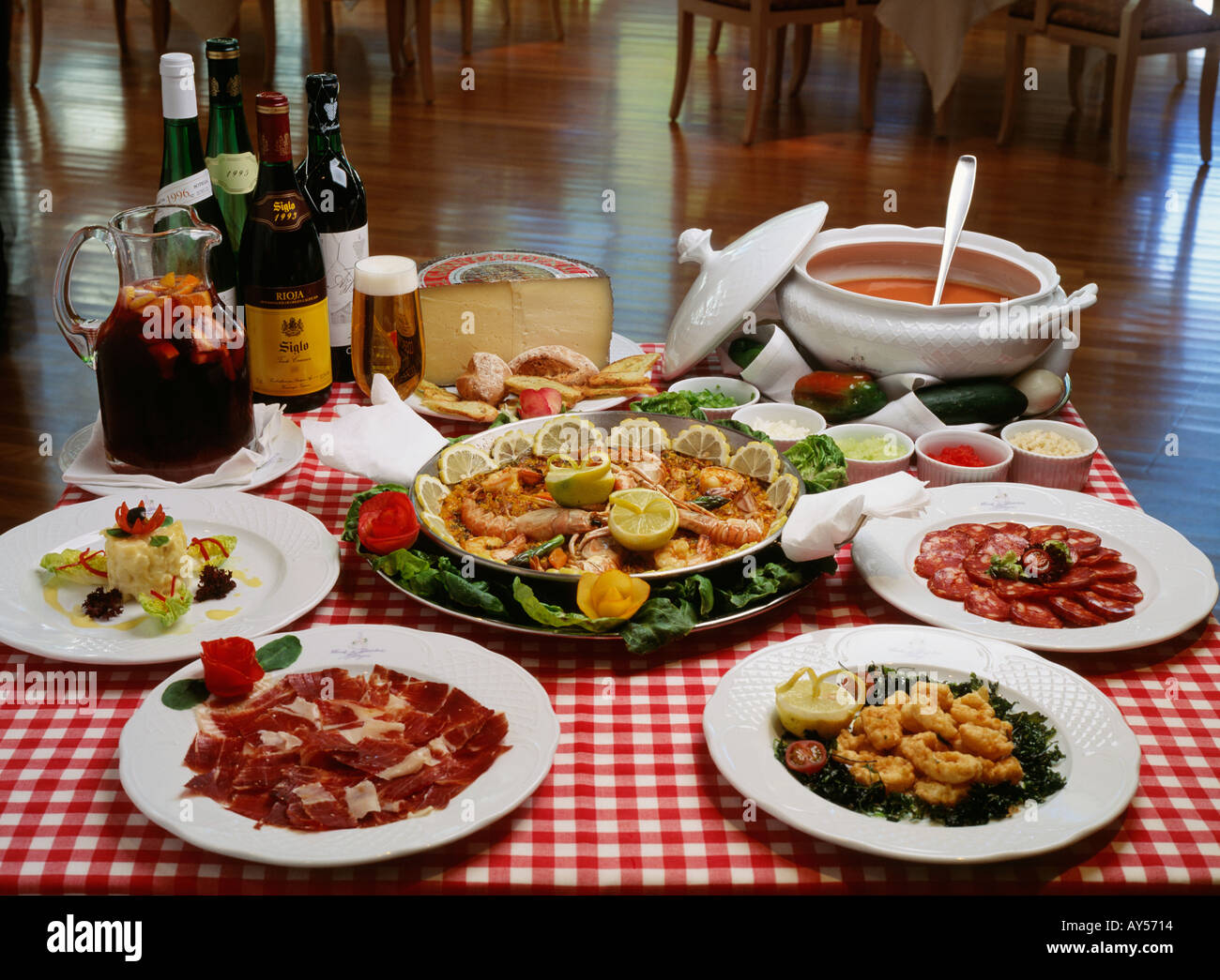 Spanish cuisine main course tapas and beverages from for Andalusian cuisine