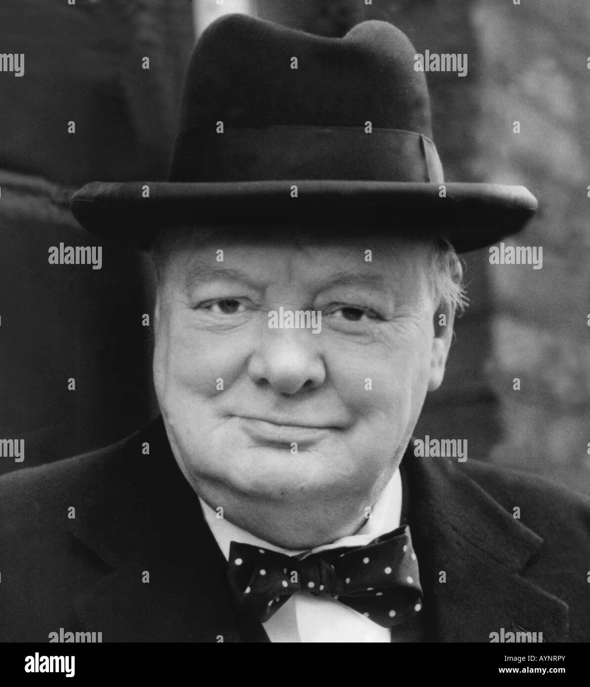 sir-winston-churchill-british-wartime-le