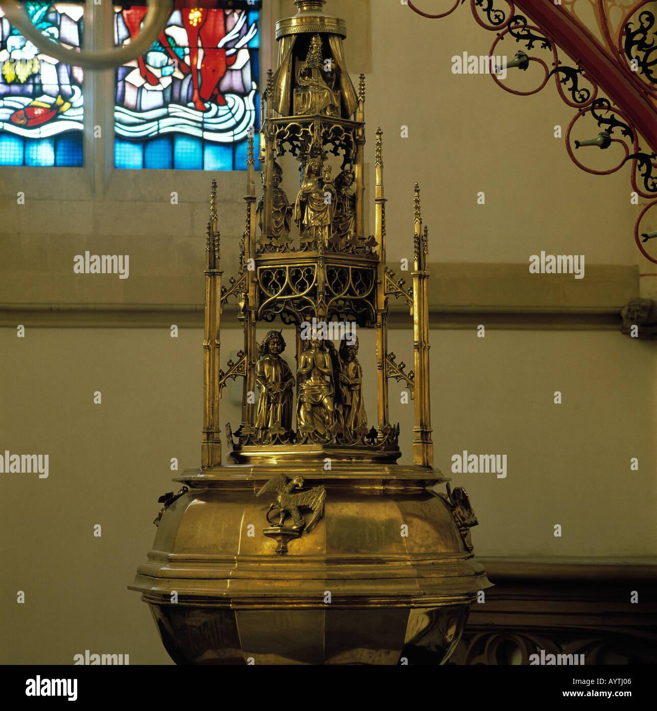 Taufbecken in der St. Jan-Kathedrale in sHertogenbosch, Nordbrabant Stock Photo
