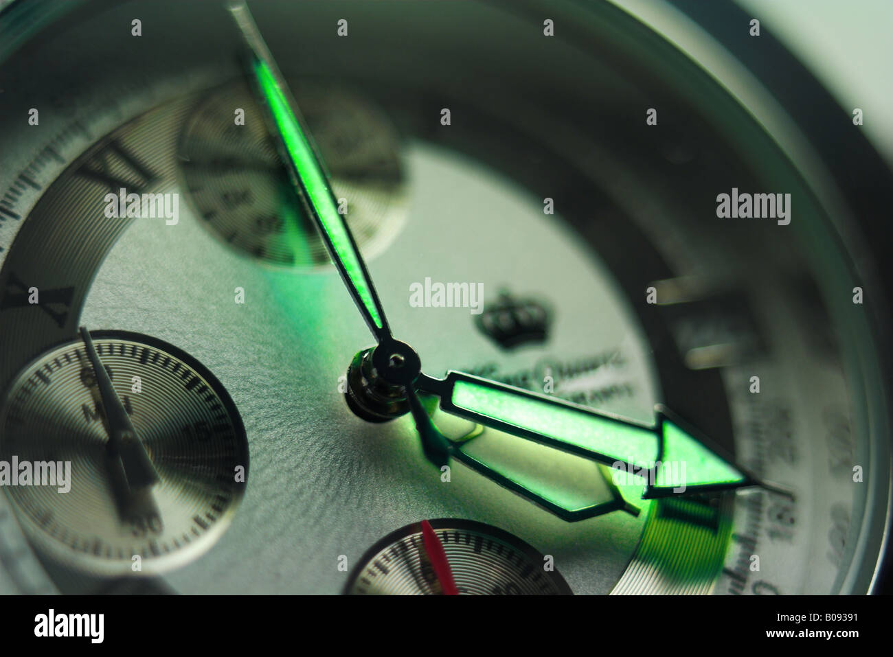 Wristwatch displaying 4:20:00 Stock Photo