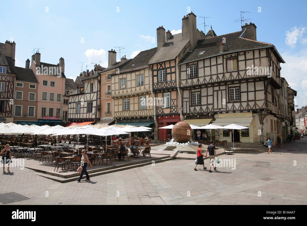 Town square in the historic medieval french town of chalon - Cuisine chalon sur saone ...