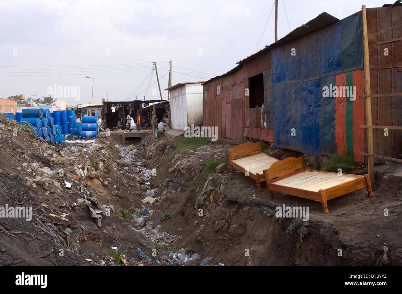 http://c7.alamy.com/comp/B1BYY2/sheds-and-drainage-channel-at-kamwala-market-lusaka-zambia-B1BYY2.jpg