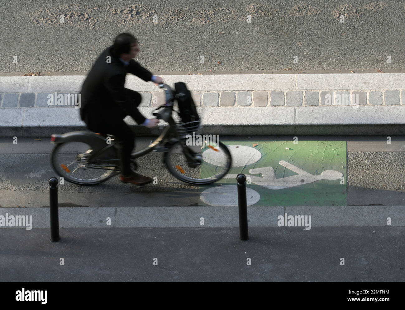 cyclist-in-cycle-lane-slow-shutter-speed