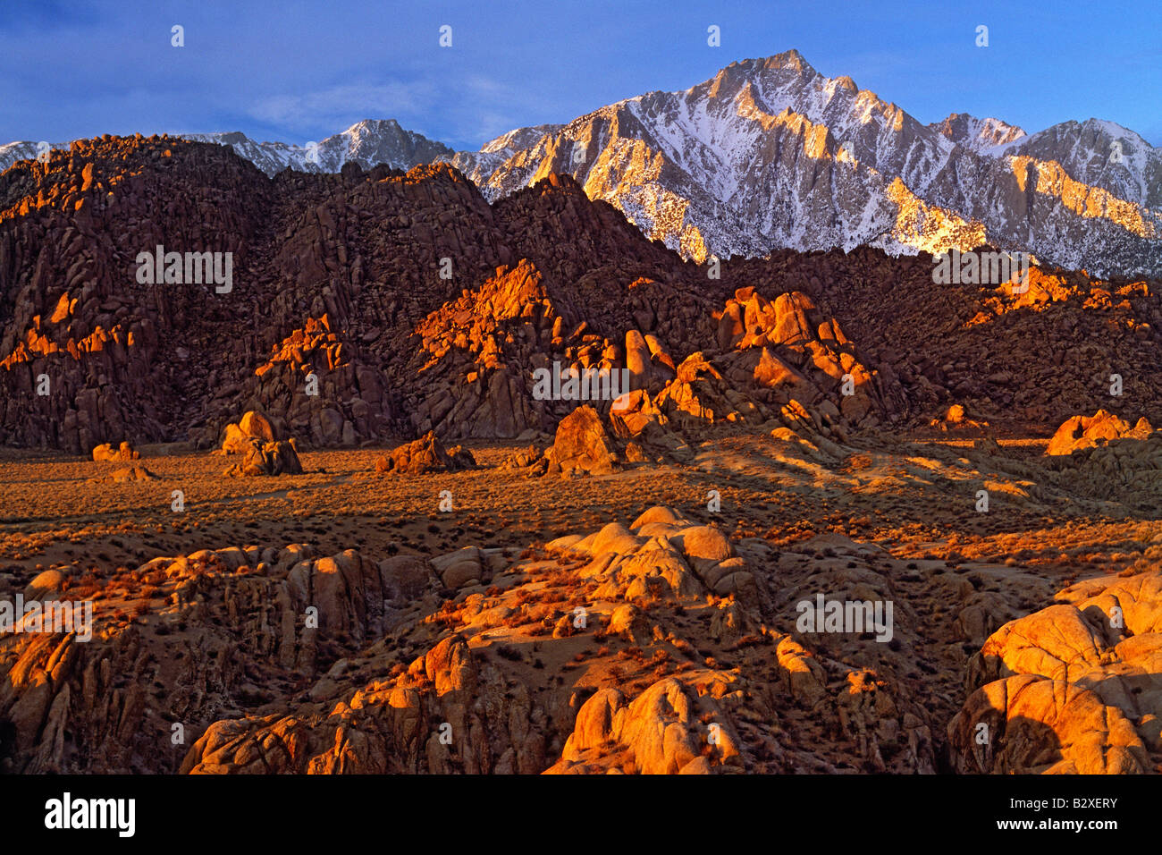 Lone Pine Peak and the Alabama Hills at sunrise Stock Foto