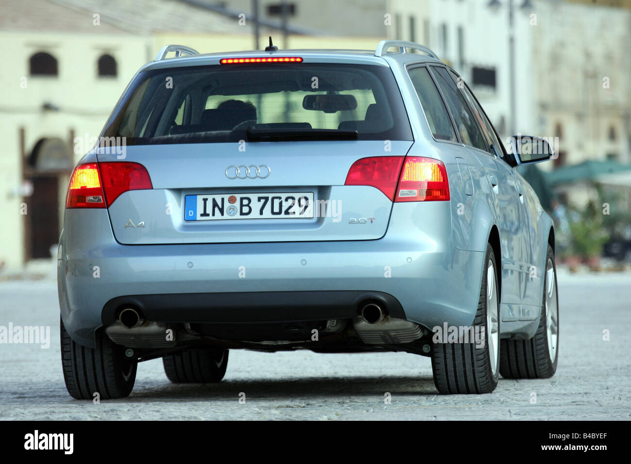car audi a4 avant facelift model year 2004 silver blue stock photo 19932039 alamy. Black Bedroom Furniture Sets. Home Design Ideas