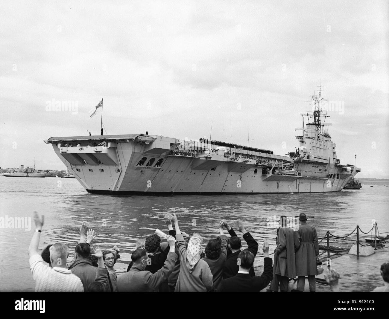 Suez Crisis 1956 Friends and relatives wave goodbye as the aircraft carrier HMS Bulwark sails for the Medeteranean Stock Photo