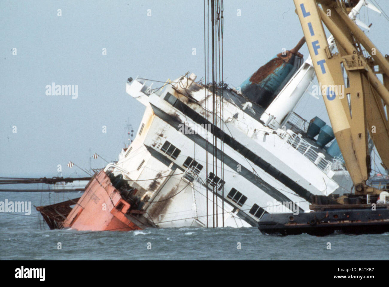 Raising the Herald Of Free Enterprise off Zeebrugge 1987 ...