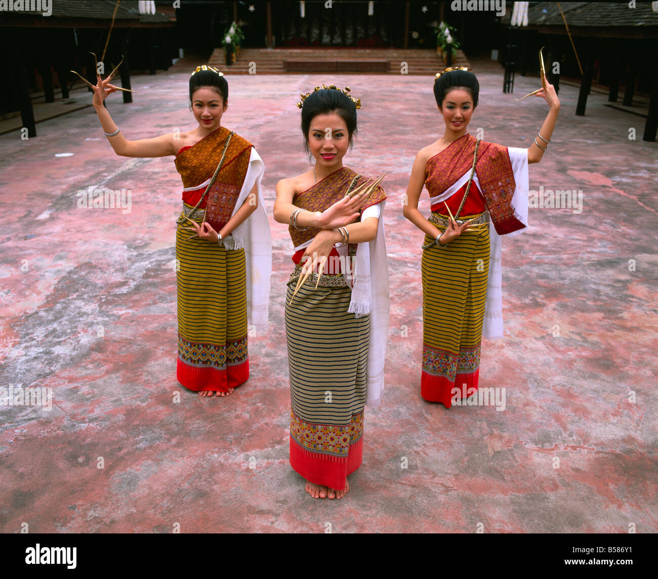 Portrait of three women in traditional Thai costume, Chiang Mai, Thailand, Southeast Asia, Asia Stock Foto