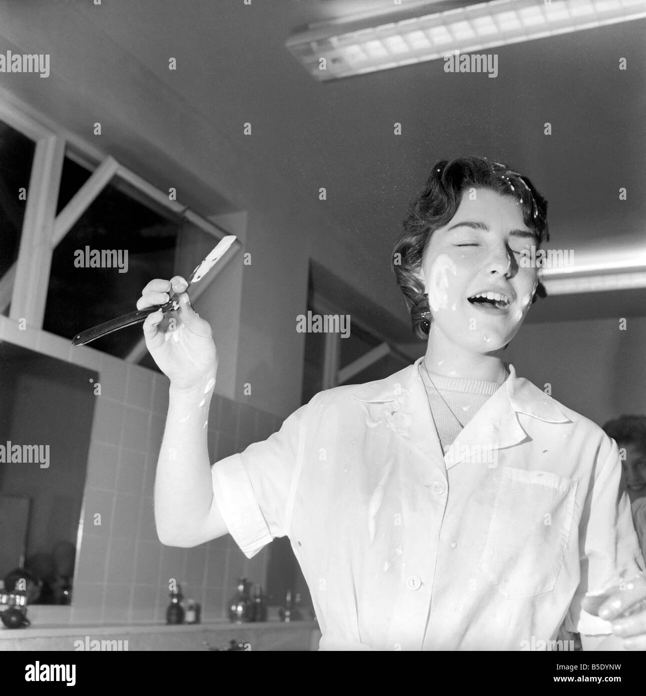 Women Barbers Training With Cut Throat Razors, Learn How To Shave By ...