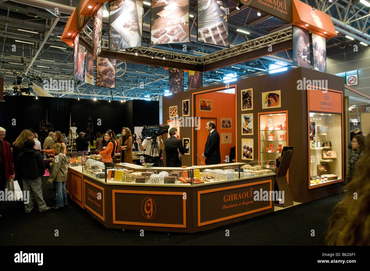 Ghraoui chocolate stand at the paris 39 salon du chocolat for Salon du the