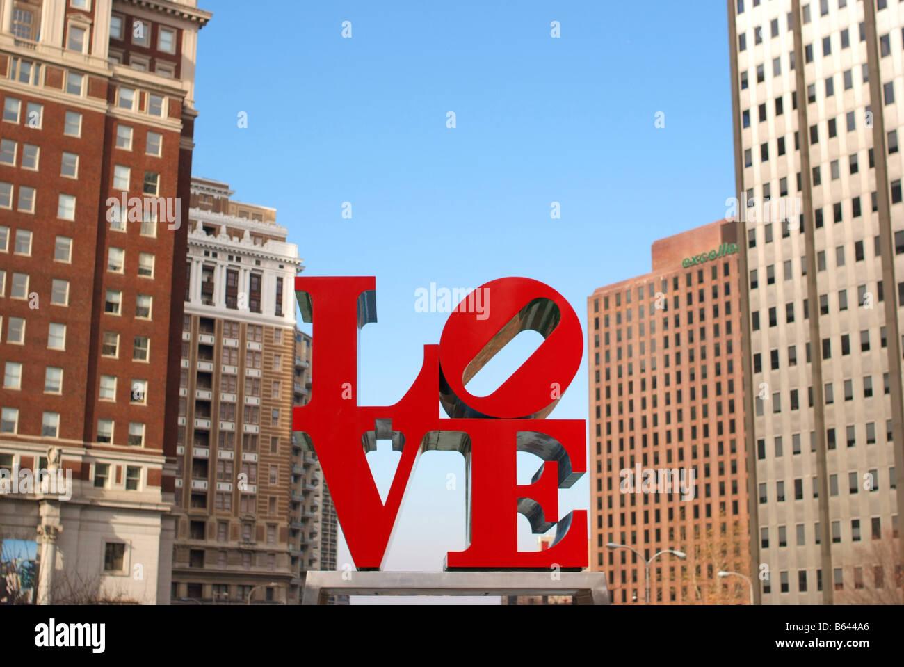 philadelphia-pa-love-sculpture-downtown-