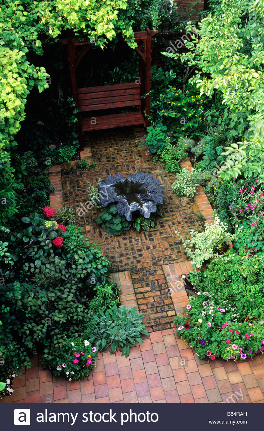 Private Garden Manchester Design Alan Titchmarsh Overview