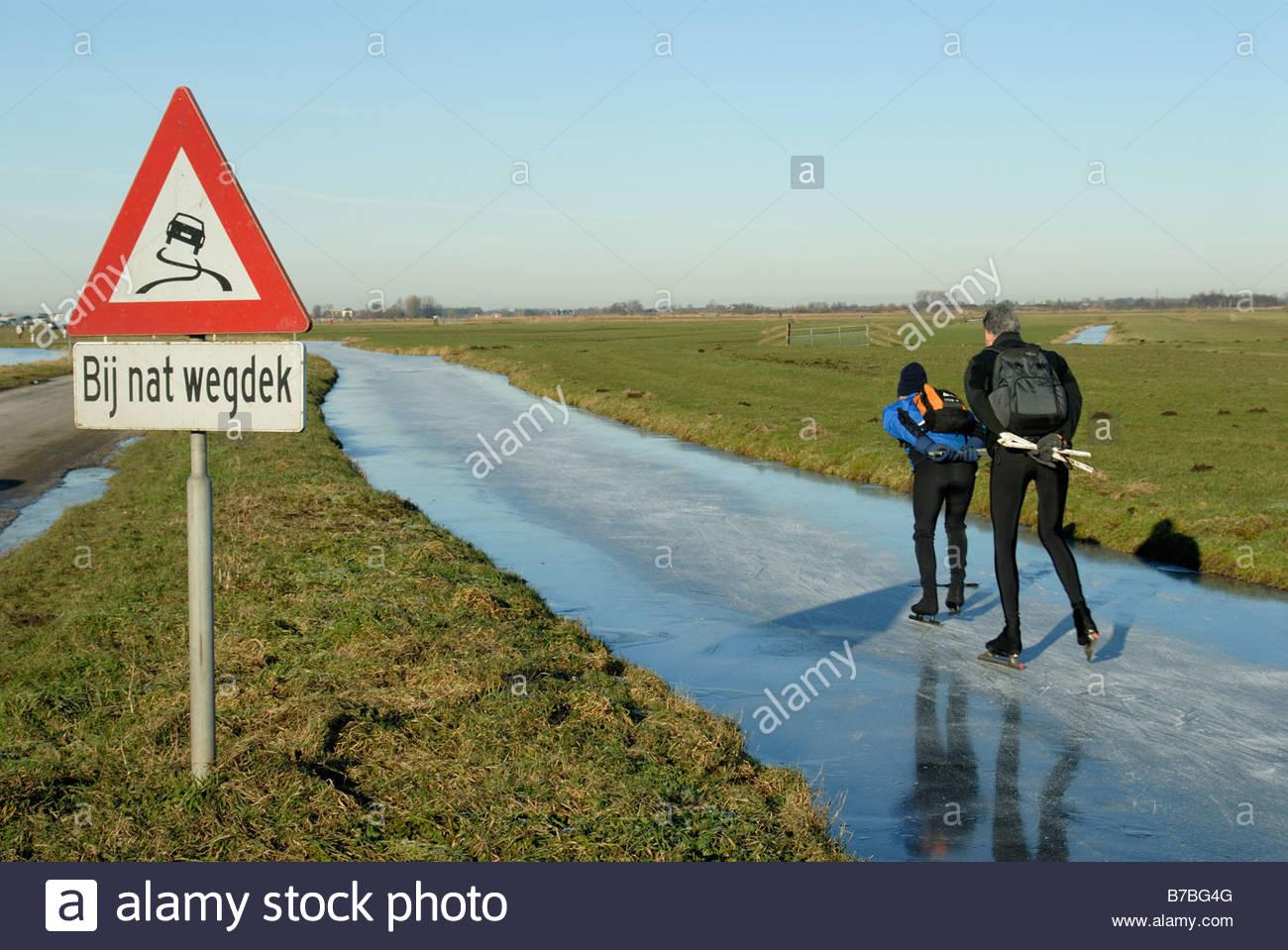 ransdorp-the-netherlands-skaters-skate-through-the-polder-landscape-B7BG4G.jpg