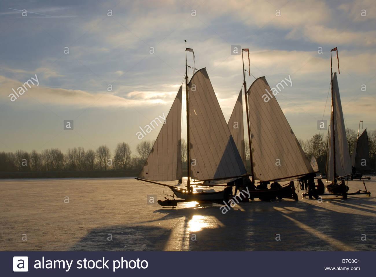 monnickendam-the-netherlands-iceyachts-on-the-gouwzee-B7C0C1.jpg