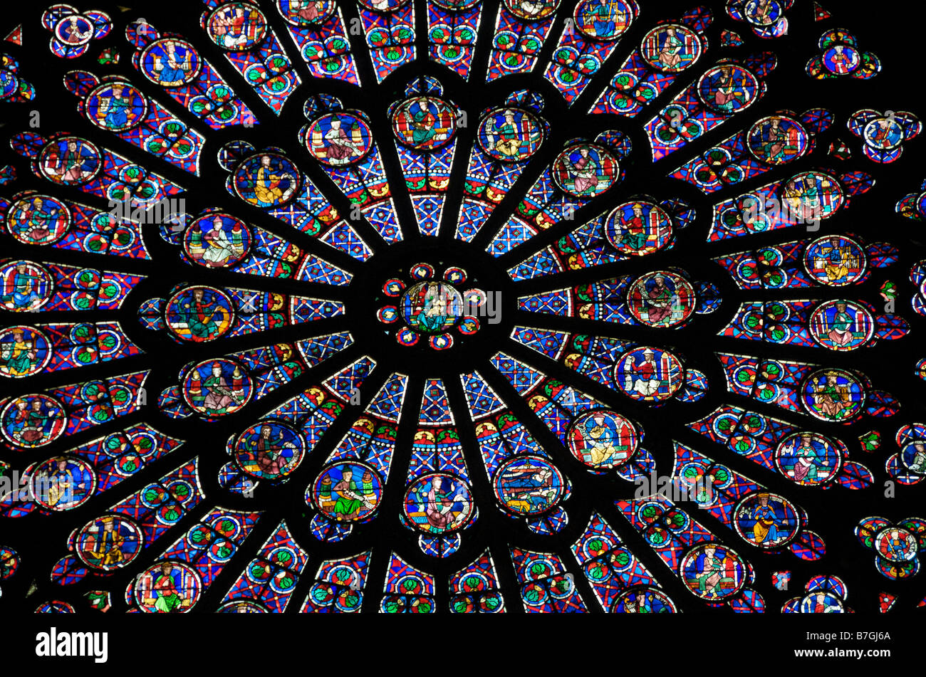 Rose window famous stained glass window inside notre for Rose window york minster