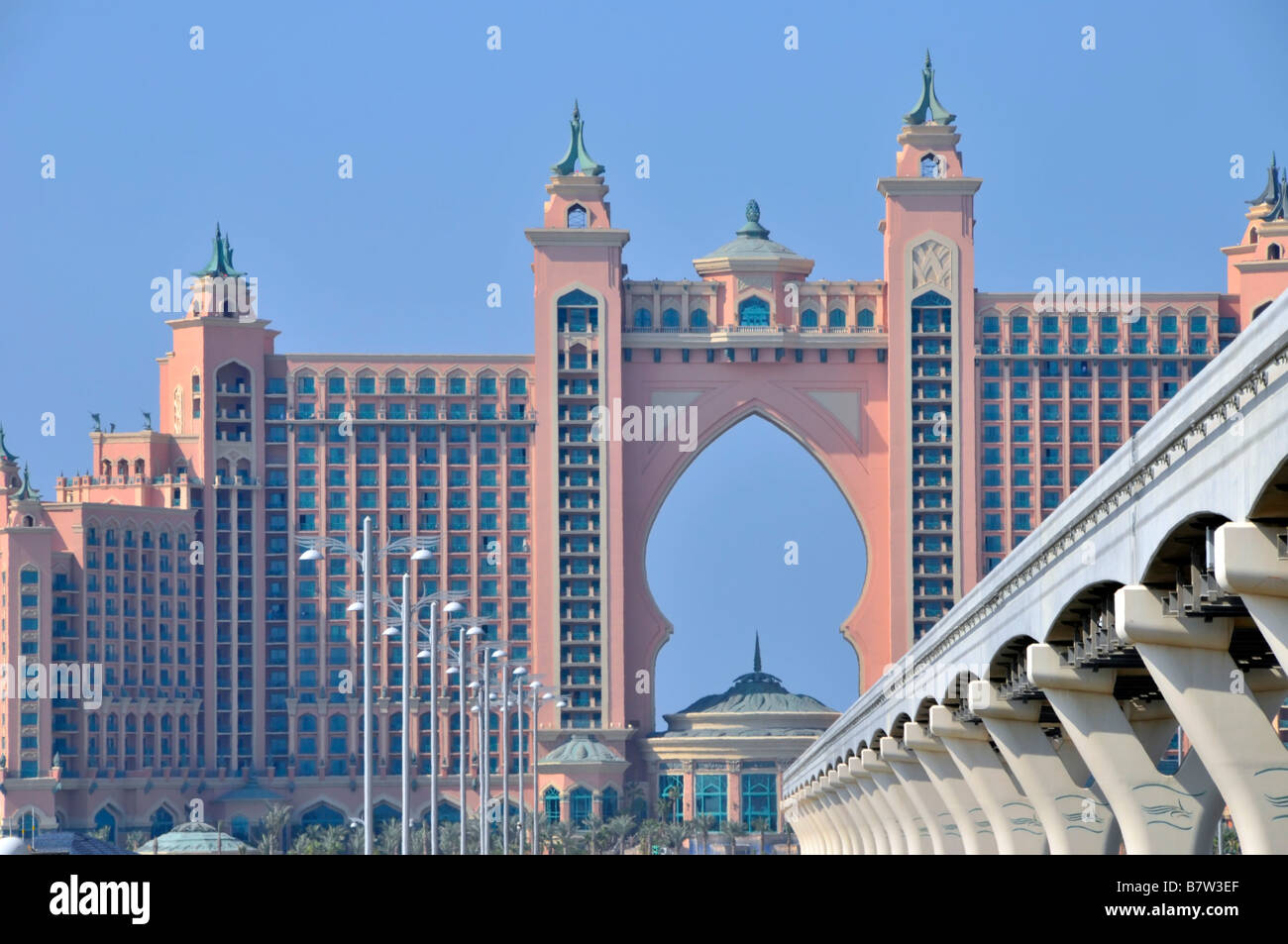 Dubai atlantis palm hotel resort complex and monorail for Hotel dubai palm