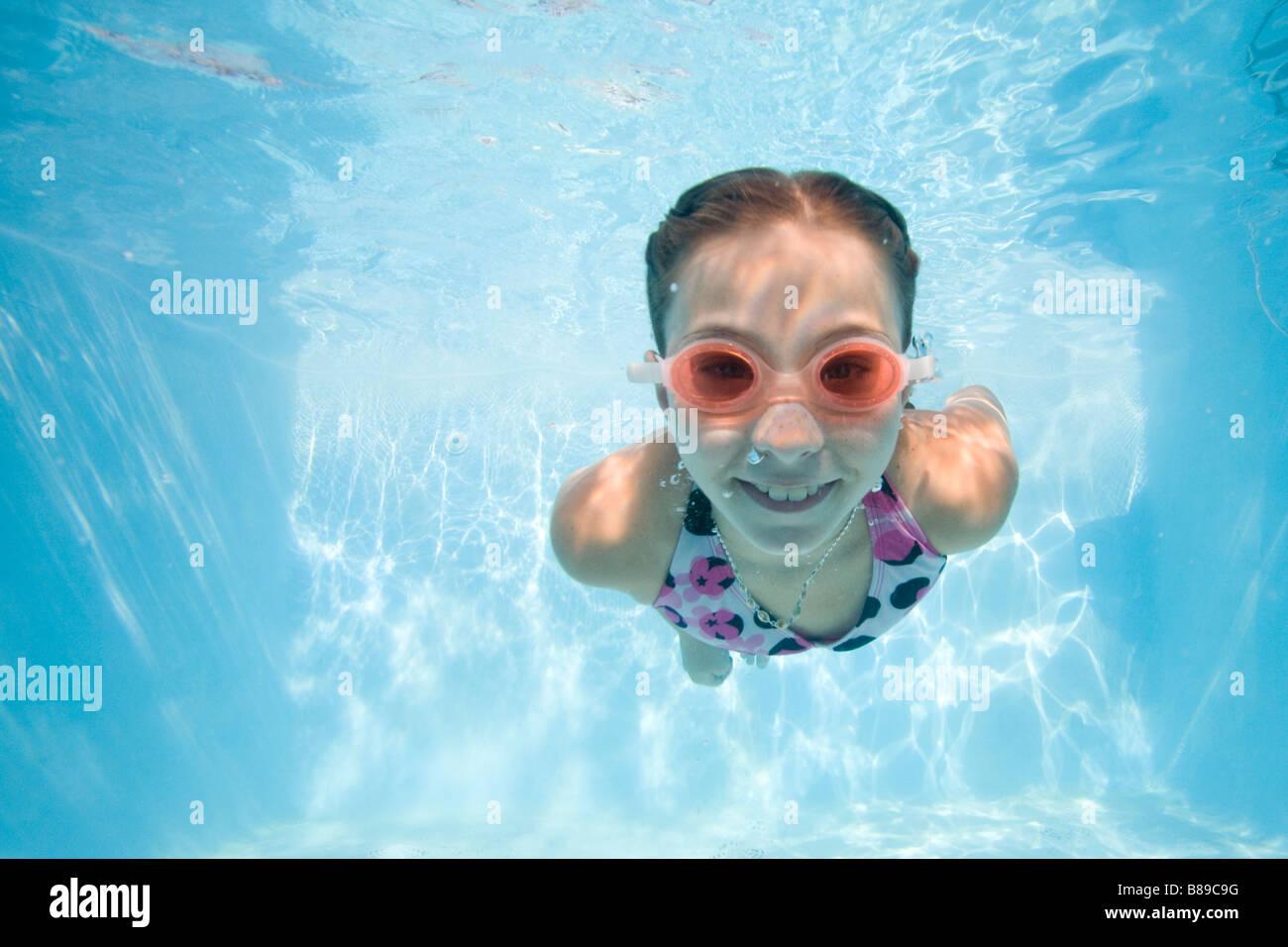 girl swimming underwater Stock Foto
