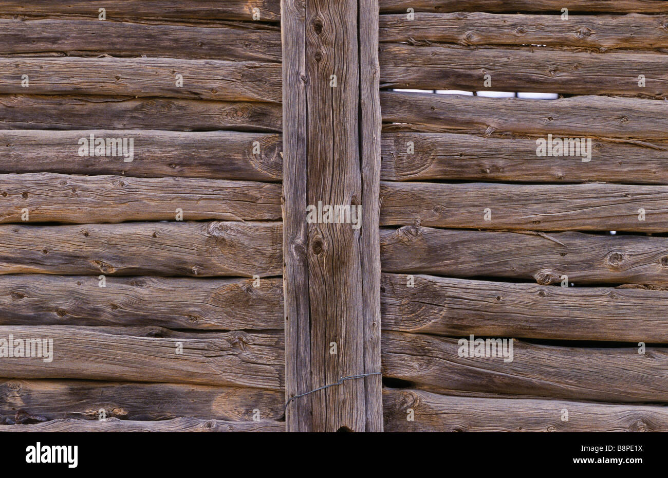 drop-log wall construction, outback Australia Stock Foto