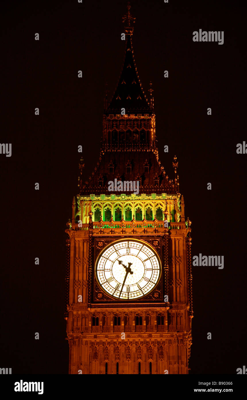 a night time view of elizabeth tower clock tower big ben at the stock photo royalty free. Black Bedroom Furniture Sets. Home Design Ideas