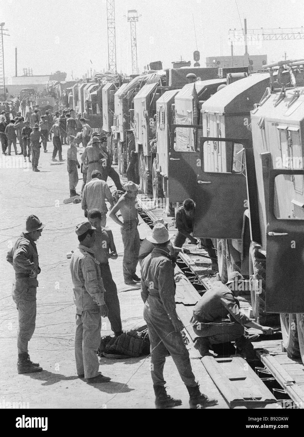Soviet Afghanistan war - Page 6 Soviet-military-hardware-convoy-returning-home-from-afghanistan-B92DKW