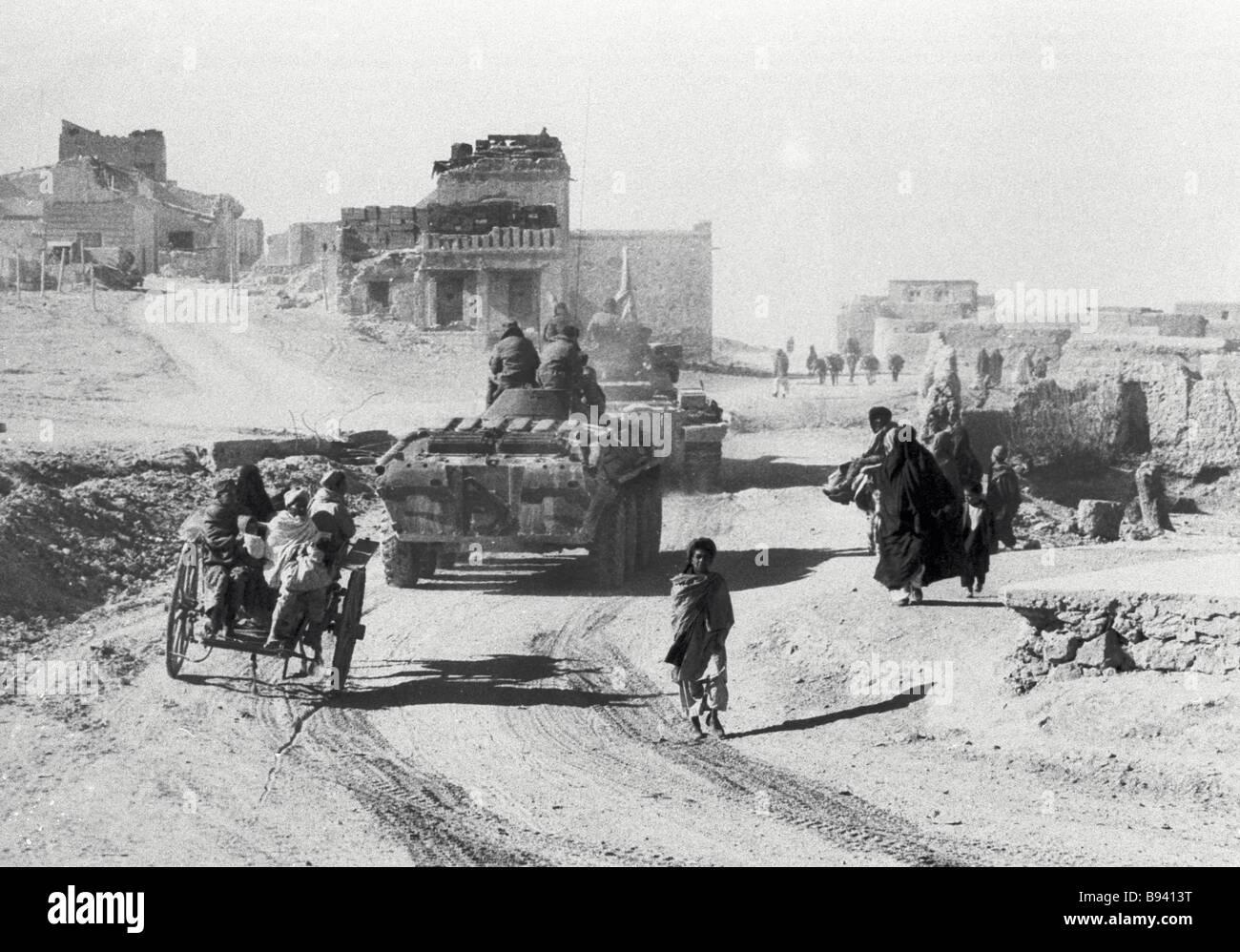 Soviet Afghanistan war - Page 6 Soviet-military-hardware-moves-along-a-kishlak-street-afghanistan-B9413T