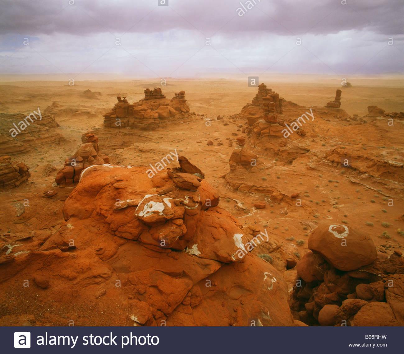 Spring sandstorm along the Adeiii Eechii cliffs Western Painted Desert Navajo Indian Reservation Arizona Stock Foto