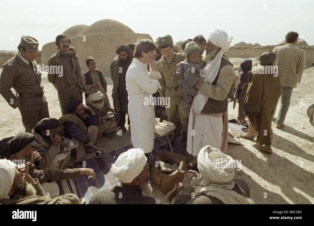 Soviet Afghanistan war - Page 6 Soviet-doctor-in-an-afghan-village-B9C3R2