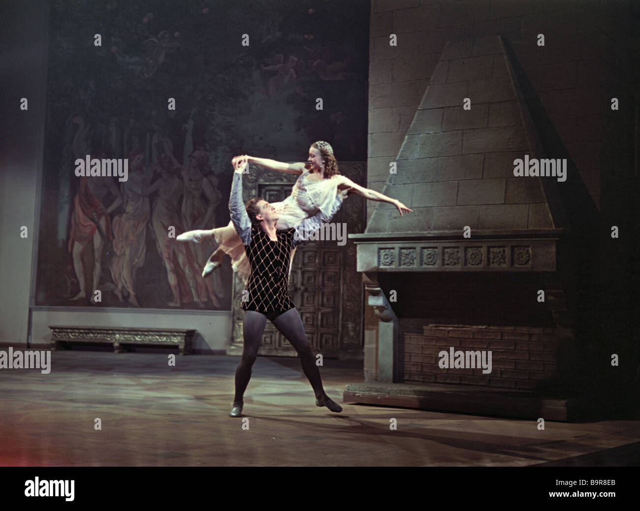 romeo and juliet the betrayal of the adults to juliet Romeo and juliet: a ballet after (1978) a 14-year-old girl and 15-year-old boy fall in love at a holiday camp, despite the best efforts of the adults to keep.