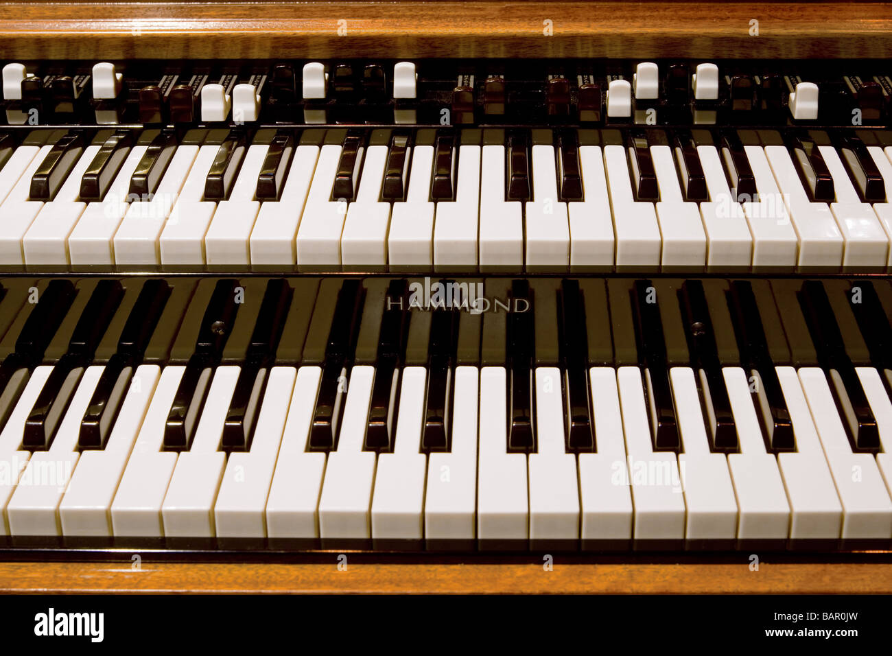 """hammond leslie hook up Hookup tutorial this page is intended to be used with the """"leslie pin-out data"""" page to help you connect your leslie cabinet to your organ connecting to a late model hammond™ tonewheel."""